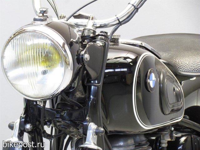 Ретро мотоцикл BMW R26 1956